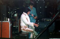 Elvis at the piano on stage 1977