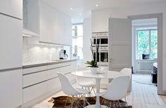 kitchen and dinning table Kitchen Interior, Kitchen Design, Kitchen Diner Extension, Happy New Home, Beautiful Home Designs, Stylish Kitchen, Scandinavian Home, Round Dining Table, Living Room Kitchen