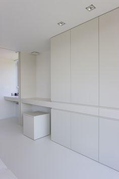 All white desk design by Architectenburo Anja Vissers Room Design Bedroom, Modern Bedroom Design, Home Office Design, Home Bedroom, Home Interior Design, Bedroom Decor, House Design, White Desk Design, Dressing Room Design