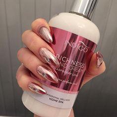 I match my hand cream!! 💕💅🏼 @indigonails #indigo #qualitynails #gelnails #nailart #chromenails #chrome  #nailporn #nailobsession #nails #nailswag #naillife #sparklenails #swarovski #chrystal #swarovskinails #always #awesome #purelove #brillbird #gel #no #acrylicnails #acrylic #valentinobeautypure #nailart #purenailsbyemma #naglar #hudiksvall #naglarhudiksvall