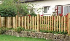"""Gartenzaun """"Günstig & Gut"""" aus Kiefer/Fichte (druckimprägniert, grün). 20 x 90mm Latten mit gerundetem Kopf, 28 x 70mm Zaunriegel, genagelt ..."""
