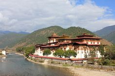 Bhutan Rundreisen - Jetzt Urlaub buchen! |Tai Pan Bhutan, Mansions, House Styles, Cultural Diversity, Forts, Destinations, Manor Houses, Villas, Mansion