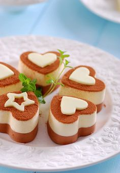 Find images and videos about food, heart and chocolate on We Heart It - the app to get lost in what you love. Creative Desserts, Cute Desserts, Chocolate Desserts, Delicious Desserts, Yummy Food, Chocolate Cheesecake, Sweet Recipes, Real Food Recipes, Baking Recipes