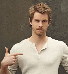 Luke Mitchell 2015 - Buscar con Google Luke Mitchell, Story Inspiration, Home And Away, Gorgeous Men, Movie Tv, It Cast, Handsome, Mens Fashion, Mens Tops