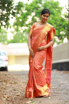 kanjipuram silk saree..manthrakodi..kerala bride Christian Bridal Saree, Christian Bride, Kerala Bride, South Indian Bride, Orange Saree, Simple Sarees, Kanchipuram Saree, Engagement Dresses, Wedding Costumes