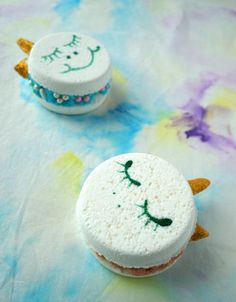 This is probably the girliest DIY I ever made. And I LOVE IT. Ever since I saw the first Unicorn Macaroons pop up on Pinterest I knew I wanted to make my own bath bomb version. As it turned out these cute little magical creatures proofed to be quite the challenge to turn into bath … … Continue reading →