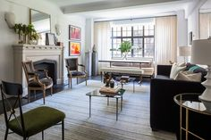 The new February 2017 issue of Architectural Digest is due on newsstands soon but until I get a copy, I'm enjoying their Web Exclusive Home Tours. The latest is the Gramercy Park pre-war apartment of