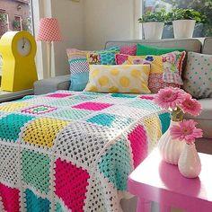 harika👍renkler şahane👏👏😘😘😘 #photo @studiohipenstip . youtube kanalim 👉 Örgü Dizayn . diger sayfalarim👇 . 👉👉 @orgu_dizayn_hobby . 👉👉… Crochet Bedspread Pattern, Crochet Quilt, Crochet Pillow, Crochet Home, Crochet Blanket Patterns, Easy Crochet, Crochet Baby, Granny Square Häkelanleitung, Granny Square Crochet Pattern