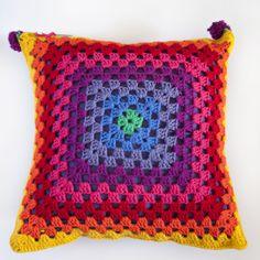 Funda para almohadon al crochet, $150 en http://ofeliafeliz.com.ar