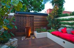 Landscaping a small backyard garden should not prevent you from growing your favorite plants, building a nice deck, or using it for outdoor living. Outdoor Areas, Outdoor Rooms, Outdoor Living, Outdoor Decor, Outdoor Lounge, Outdoor Furniture, Modern Deck, Contemporary Patio, Modern Backyard