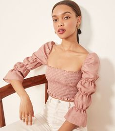 Take a look at the 12 style moves New York City women all know how to master. Look Fashion, Korean Fashion, Womens Fashion, Fashion Tips, Ladies Fashion, Pretty Outfits, Cute Outfits, Outfit Elegantes, Diy Clothes