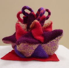 Points in all Directions Tea cosy Knitted Tea Cosies, Types Of Tea, Tea Cozy, Cozies, Cosy, Burlap, Reusable Tote Bags, Warm, Tea Types