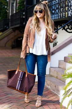 Miami fashion blogger Stephanie Pernas styles a casual Thanksgiving outfit