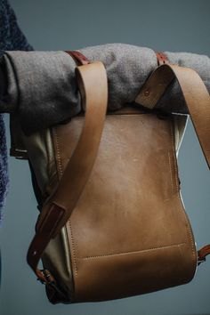 finelly organized backpack with few rollup pockets. canvas bag in a leather harness. Diy Leather Rucksack, Leather Bag, Canvas Backpack, Backpack Purse, Backpack Organization, Mens Toys, Cute Backpacks, Leather Harness, Canvas Leather