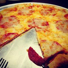 피자를 그리 좋아하지 않는 나도 한판을 먹게만든 피자.  특히 얇고 전복피자가 그렇게 맛나다는 근데 가게 이름이 ㅠㅠ