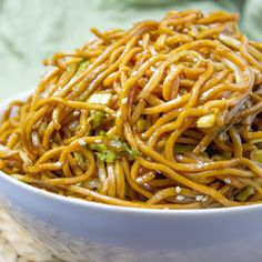 Classic Chinese Chow Mein with authentic ingredients and easy ingredient swaps to make this a pantry meal in a pinch! Classic Chinese Chow Mein with authentic ingredients and easy ingredient swaps to make this a pantry meal in a pinch! Chinese Chow Mein, Pasta Facil, Chinese Dinner, Chinese Meals, Chinese Egg, Chinese Vegetables, Asian Recipes, Ethnic Recipes, Chinese Food Recipes