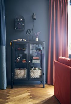 The FABRIKÖR Glass-door cabinet is a great way to store your prized possessions. This way, no peanut-butter fingers accidentally come in contact with your favorite keepsakes. Ikea Italia, Fabrikor Ikea, A Shelf, Shelves, Create Space, Pattern Mixing, China Cabinet, Space Saving, No Time For Me