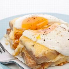CROQUE MADAME Our new sandwich with ham, cheese + poached egg + bechamel sauce. finger licking for sure! 😁👩🍳🍳🍞 Nuestro nuevo Sándwich con jamon, queso emmental y huevo poché, gratinado con bechamel. National Sandwich Day, Grilled Ham And Cheese, Bechamel Sauce, French Dishes, Baked Ham, Poached Eggs, Sandwich Recipes, Bento, Sandwiches
