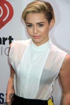 Arizona couple put behind bars for burglarizing Miley Cyrus' home . How To Curl Short Hair, Short Hairstyles For Thick Hair, Short Hair Updo, Pixie Hairstyles, Hairstyles With Bangs, Short Hair Cuts, Short Hair Styles, Blonde Hairstyles, Short Bangs