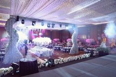 Elegant Wedding Decorations For Reception Snow White | visit www.lovelyweddingideas.com