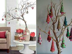 árvore de natal criativa feita com galhos secos e enfeites de natal em forma de árvore de pano.
