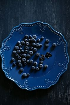 Blueberries on a blue plate.