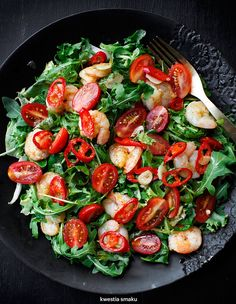 Pan fried garlic shrimp, cherry tomatoes, chili and rocket salad Best Shrimp Recipes, Shrimp Salad Recipes, Shrimp Dishes, Seafood Recipes, Indian Food Recipes, Diet Recipes, Healthy Recipes, Fried Garlic, Garlic Shrimp