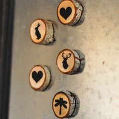25 Wood Slice Holiday Projects via TheKimSixFix.com