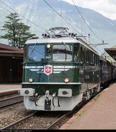 Net Photo: 11407 Mikado 1244 Ae at Bellinzona, Switzerland by Georg Trüb Rail Transport, Public Transport, Train Suisse, Heritage Train, Swiss Railways, Train Art, Rail Car, Vintage Poster, Electric Train