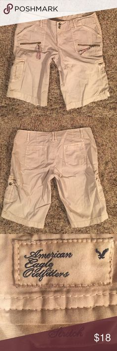 American Eagle outfitter khaki cargo BURMUDAS Size 8, khaki with pockets with colorful zipper pulls, from American Eagle Outfitters, hardly worn, have belt loops and several pockets comfy and super cute...price firm American Eagle Outfitters Shorts Cargos