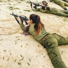 Beautiful women in Israel Defense Forces - IDF Army Girls - Israel Military Women - Israeli Female Soldiers Idf Women, Military Women, Military Female, Crazy Girls, Hot Girls, Gal Gadot, Mädchen In Uniform, Israeli Female Soldiers, Military Girl