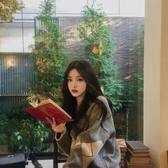 Image about girl in 𝓾𝓵𝔃𝔃𝓪𝓷𝓰 💅🏼 by ✿ jordi ✿ on We Heart It Pretty Korean Girls, Cute Korean Girl, Pretty Asian, Asian Girl, Korean Aesthetic, Aesthetic Girl, Ulzzang Fashion, Korean Fashion, Fashion Fashion