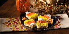 Candy Corn Rice Krispies Treats – so fun and easy! Cute idea to make with the kids for their Halloween party at school.