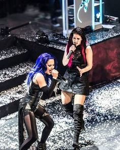 Alissa White-Gluz and Charlotte Wessels Chica Heavy Metal, Heavy Metal Girl, Heavy Rock, Female Guitarist, Female Singers, Charlotte Wessels, Ladies Of Metal, Alissa White, Women Of Rock