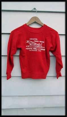 Wisconsin USA fishing Hall of Fame red sweatshirt childs kids Vintage