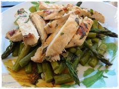 Pollo alla griglia con asparagi ed erbe aromatiche