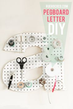 This DIY initial pegboard would be a great addition to a home office or craft area. DIY projects are the best when they are able to be utilized often. Diy Projects To Try, Craft Projects, Diy And Crafts, Arts And Crafts, Ideias Diy, Diy Letters, Sewing Rooms, Sewing Closet, Craft Space