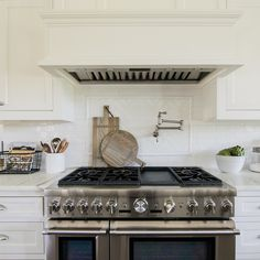 Are you looking for a unique twist on how to use subway tile? Try a herringbone pattern! Featured here with our Cafe Collection in Milk Gloss. Home Design, Mug Design, Interior Design, Walker Zanger, Kitchen Cabinets, Kitchen Appliances, Herringbone Pattern, Subway Tile, Decoration