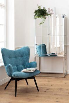 €379 | Vicky Wilson Bluegreen fauteuil, unieke en trendy fauteuil uit de meubel collectie van Kare Design. De eigenzinnige meubels van dit unieke woonmerk zijn echte blikvangers en geven karakter aan uw interieur! Afmeting: (hxbxd) 92x59x63 cm. Kare Design, Blue Green, Accent Chairs, Retro, Furniture, Home Decor, Lounge Chairs, Coffee Table Styling, Upholstered Chairs