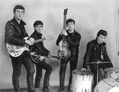 The Beatles, John Lennon, George Harrison, Paul McCartney & Pete Best. Die Beatles, John Lennon Beatles, Beatles Bible, Beatles Party, Bruce Springsteen, George Harrison, Paul Mccartney, Great Bands, Cool Bands