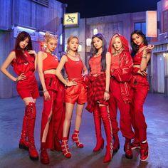Kpop Fashion Outfits, Stage Outfits, Kpop Girl Groups, Kpop Girls, Kpop Mode, Mainstream Music, Fandom, Yuehua Entertainment, K Idols