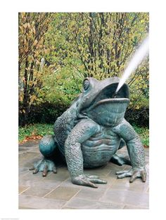 USA, Texas, Dallas, Dallas Arboretum, frog sculpture spitting out water