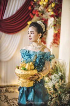 Khmer Wedding, Traditional Wedding, Cambodia, Captain Hat, Crown, Hats, Fashion, Moda, Hat