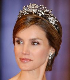 Letizia Ortiz Rocasolano is the Queen of Spain as the wife of King Felipe VI, who ascended on 19 June 2014 on the abdication of his father Juan Carlos I. Spanish Queen, Spanish Royalty, Spanish Royal Family, Royal Crowns, Royal Tiaras, Tiaras And Crowns, Princess Of Spain, Princess Sophia, Princesa Real
