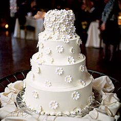 Uniquely Southern Wedding Cakes | Daisy Wedding Cake | I love Dasies