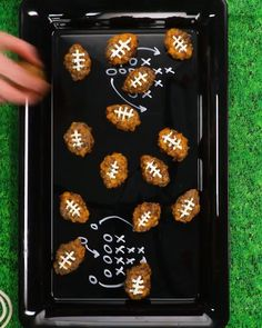 These special little bites are great for celebrating a big game with some friends. Quick, easy, and tasty! Tailgate Appetizers, Tailgating Recipes, Cheese Appetizers, Appetizers For Party, Appetizer Recipes, Superbowl Party Food Ideas, Party Recipes, Supper Bowl Food, Game Night Food