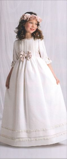 Los vestidos más bonitos de 1ª Comunión en Raquel Alemañ Novias info@raquelnovias.es www.raquelnovias.es #cora #comunion #vestidosniña #madeinlove #creamostuilusion