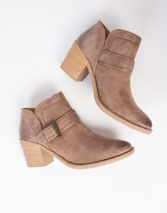 A pair of booties that can be worn all year round. These light brown Buckled Western Booties are made from a faux suede material with oil, distressed finish. Looks best paired with a lacey top and denim shorts for a warm day out or to any festivals this Summer.