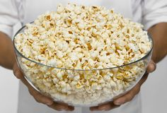 "Air-popped popcorn  A bowl of plain, air-popped popcorn may seem like a lot, but the calorie content is low. All that air adds volume without adding fat or sugar. ""When people are looking to snack, they don't stop at 10 crisps,"" Leslie Bonci says. They want to have their fill, and a big bowl of popcorn delivers. ""It's visually satisfying, plus it takes time to eat"