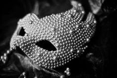Pearl White Masquerades : naty chabanenko cushnie et ochs spring 2011